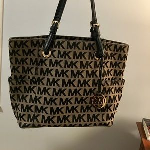 Michael Kors Jet Set (large)